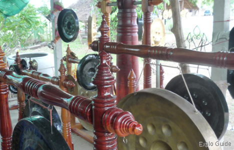 Phibun Mangsahan Gong fabrics, U. Ratchathani